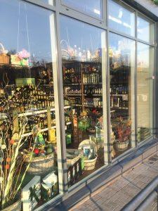 витрина магазина оливковых масел Оливия в Ярославле
